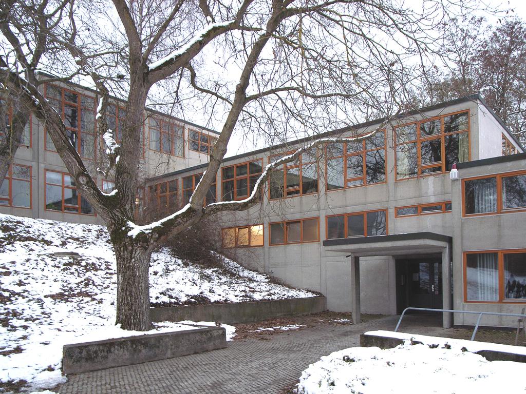 modernist design, CC BY-SA 2.0, via Wikimedia Commons
